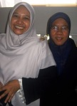 Ummi Rose (yang tersenyum lebar) dan Kak Roha :)